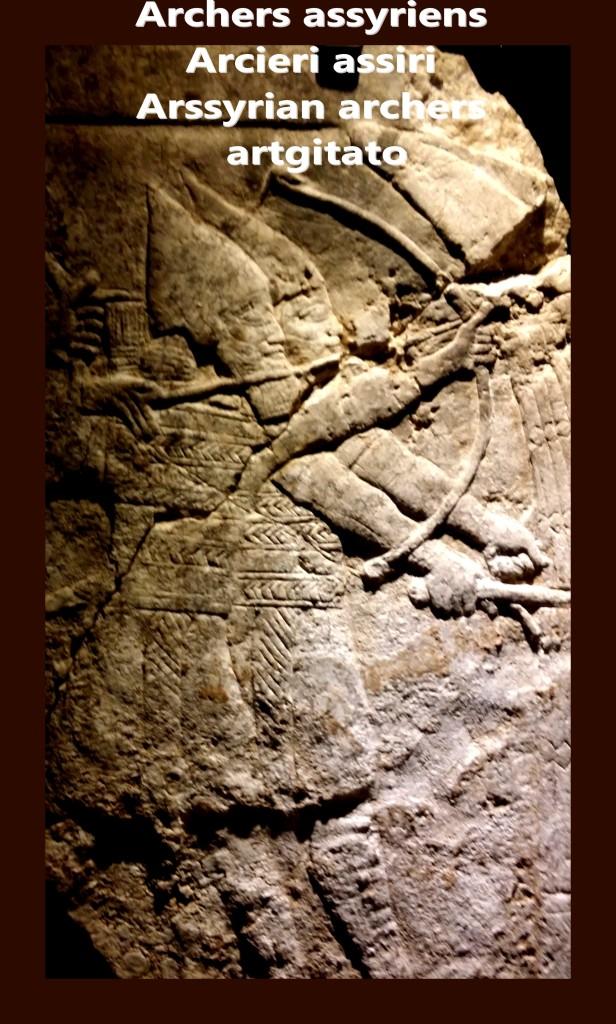Archers assyriens dans la bataille protégés par un bouclier de joncs artgitato