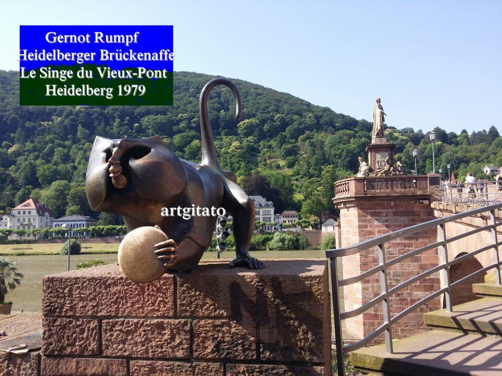 Gernot Rumpf Heidelberger Brückenaffe Affe Skulptur Affe an der alten Brücke Le Singe du Vieux-Pont Heidelberg Artgitato (1)