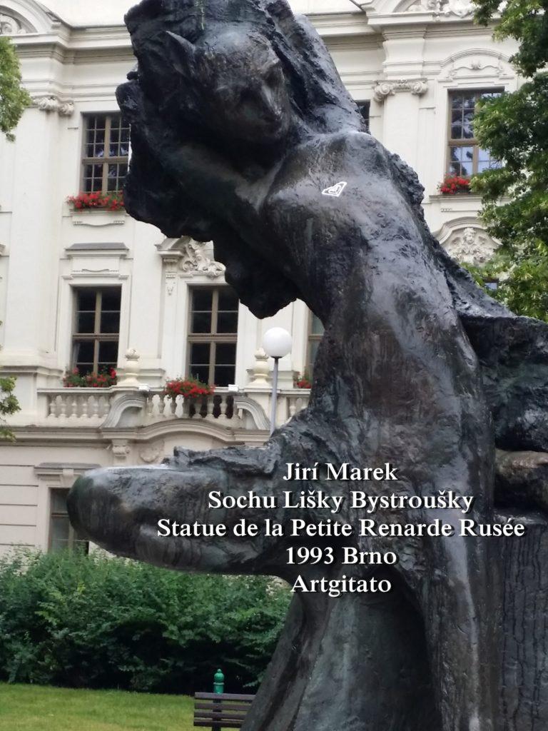 Jiří Marek Sochu Lišky BystrouškyStatue de la Petite Renarde Rusée 1993 Brno Artgitato (2)