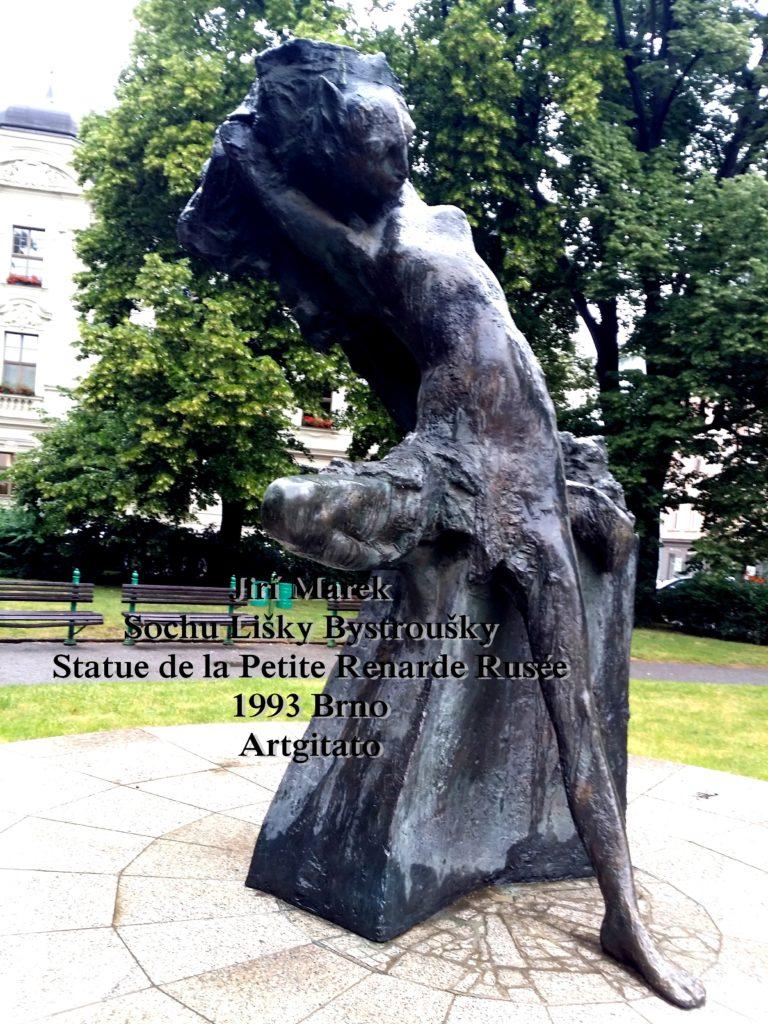 Jiří Marek Sochu Lišky BystrouškyStatue de la Petite Renarde Rusée 1993 Brno Artgitato (5)