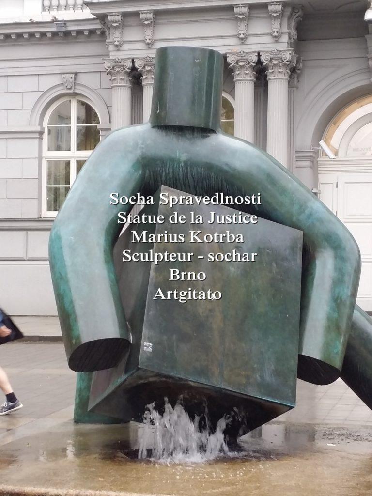 Socha Spravedlnosti statue de la Justice Marius Kotrba culpteur - sochař Brno Artgitato (1)
