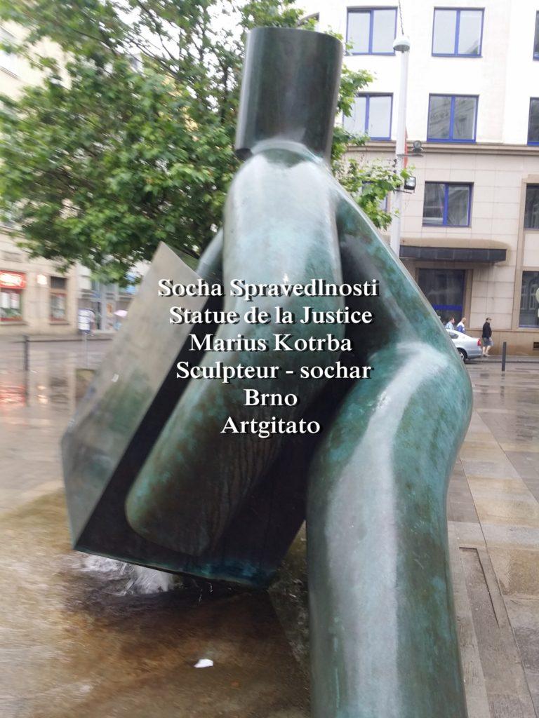 Socha Spravedlnosti statue de la Justice Marius Kotrba culpteur - sochař Brno Artgitato (2)