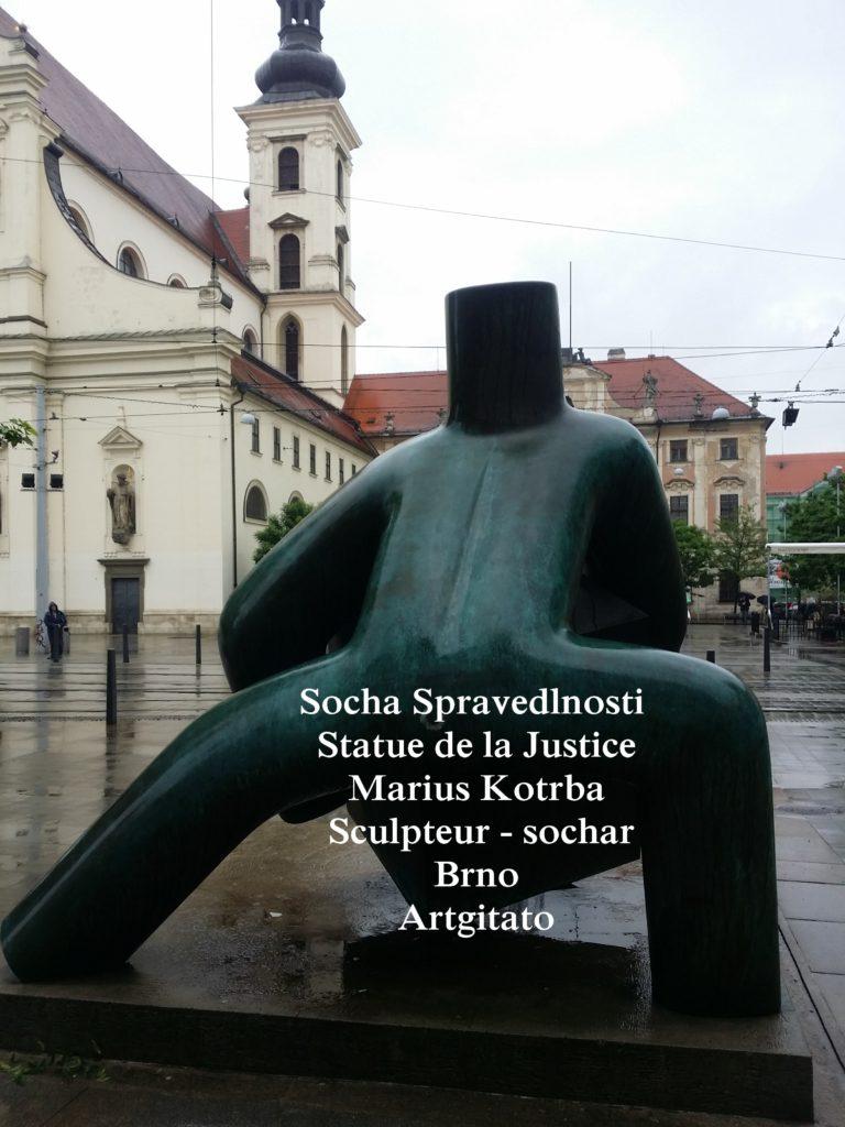 Socha Spravedlnosti statue de la Justice Marius Kotrba culpteur - sochař Brno Artgitato (3)