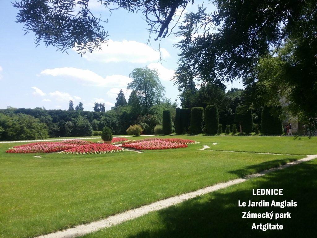 LEDNICE Le Jardin Anglais Zámecký park - MORAVIE DU SUD Artgitato Château de Lednice (1)