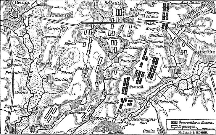 Les positions françaises (en blanc) et austro-russes (en noir) à la veille de la bataille
